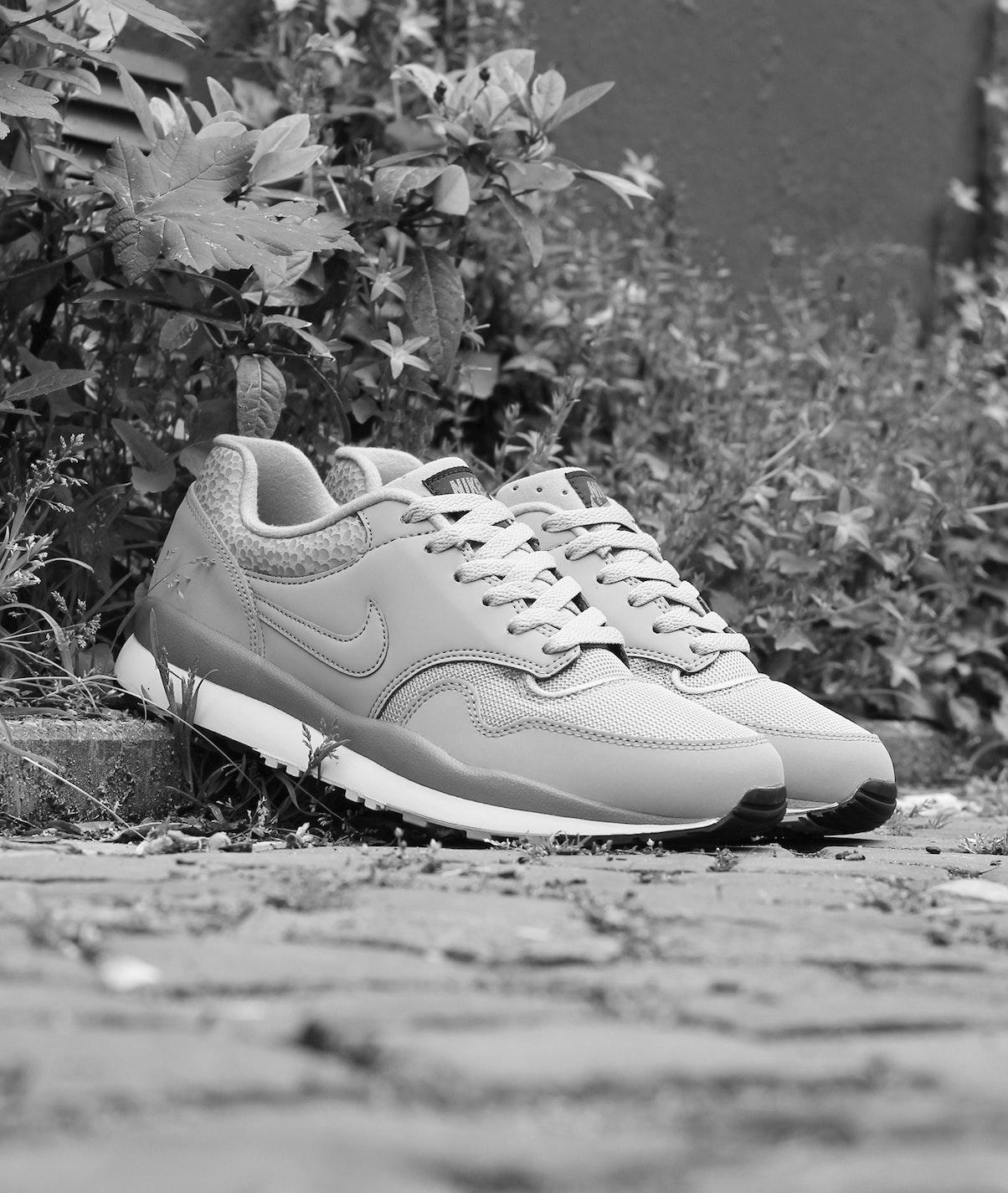Nike Air Safari Cobblestone 1